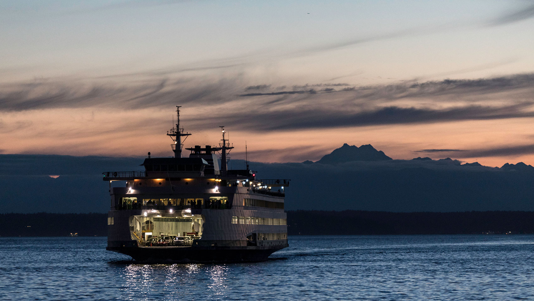 seattle ferry dusk